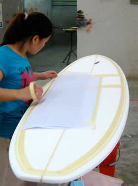 Preparing the surfboard for spray painting