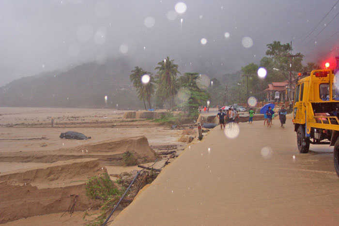 Kalim Beach Storm 2004