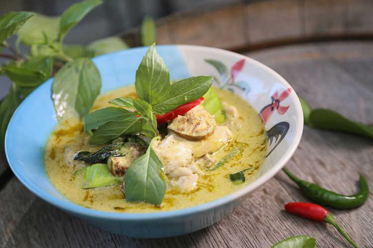 Gaeng khiow waan - Green Chicken Curry