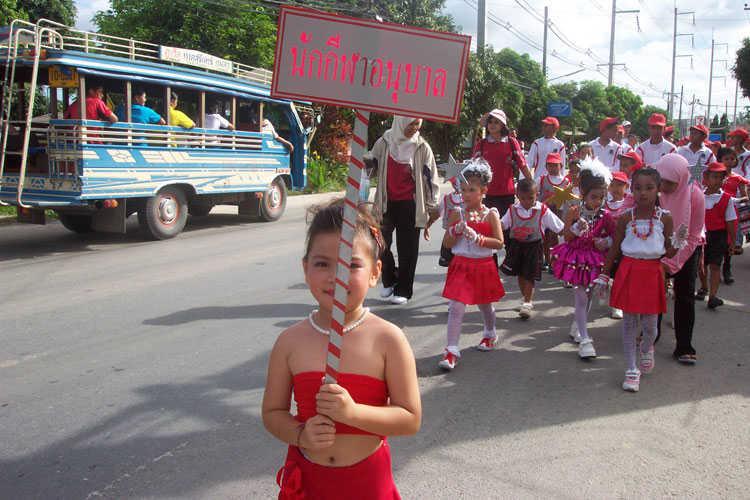 phuket-school-parade