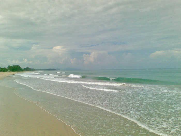 Surfing Beach Phang Nga