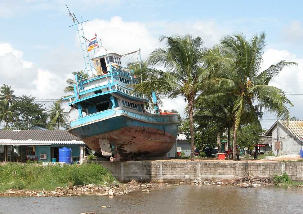 boat-dry-tsunami