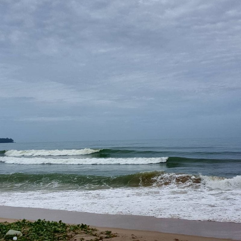 bang-tao-beach-surfing-waves